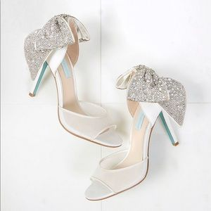 Brand-new Blue by Betsey Johnson Blaze Heels, 6.5